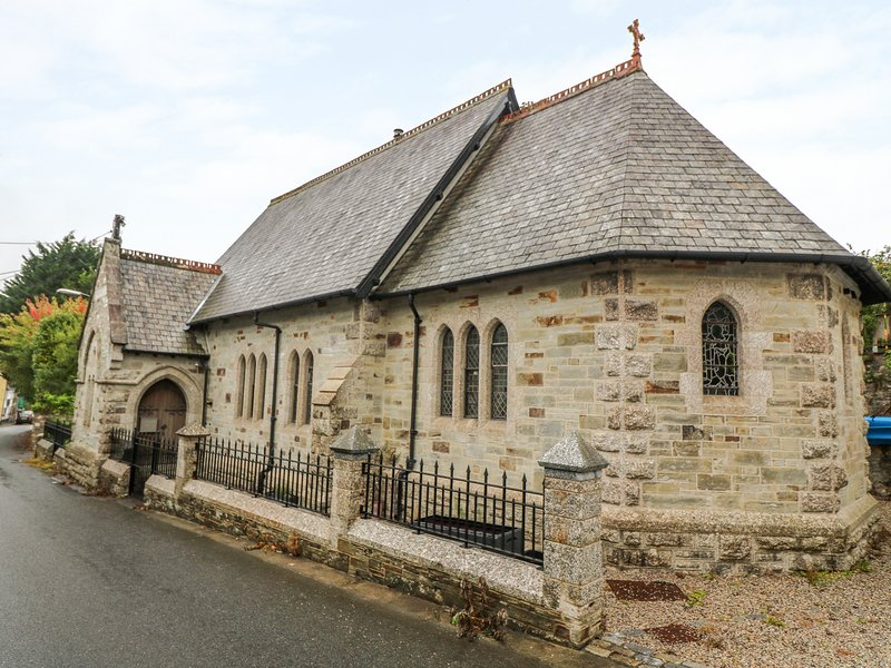 ST SAVIOURS CHURCH, wow factor church conversion, parking, pet friendly, in, location de vacances à Lostwithiel