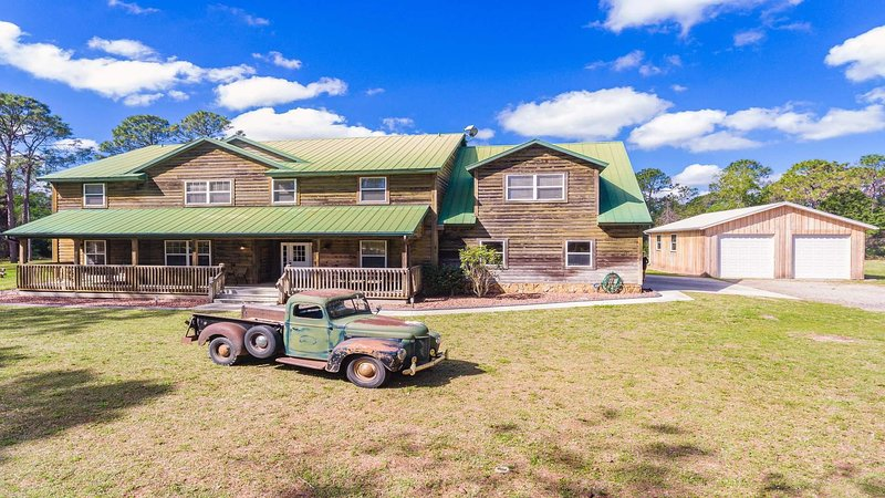 Davy Crockett's Lodge - Very Luxurious Spin on the Wild West, alquiler vacacional en Cape Coral
