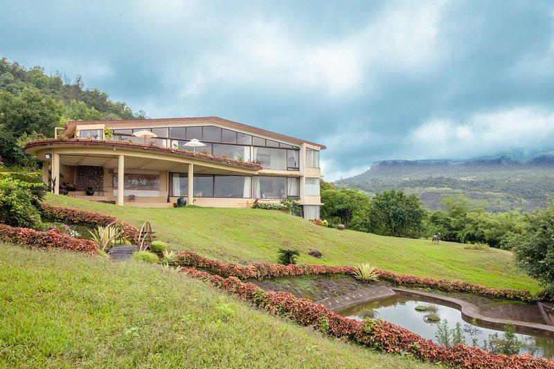 Beautiful Villa View from Hills
