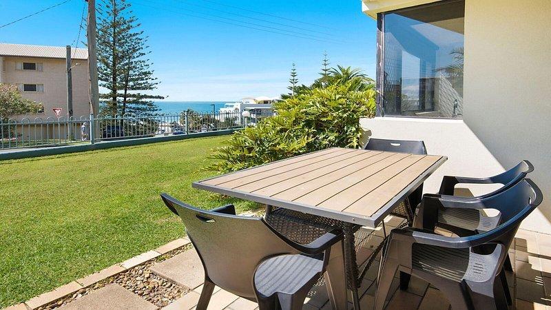 Ryson Unit 2 Kings Beach QLD, vacation rental in Kings Beach