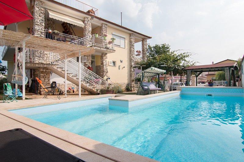 Holiday apartment Nada '3', 900 meter from the beach, aluguéis de temporada em Valbandon