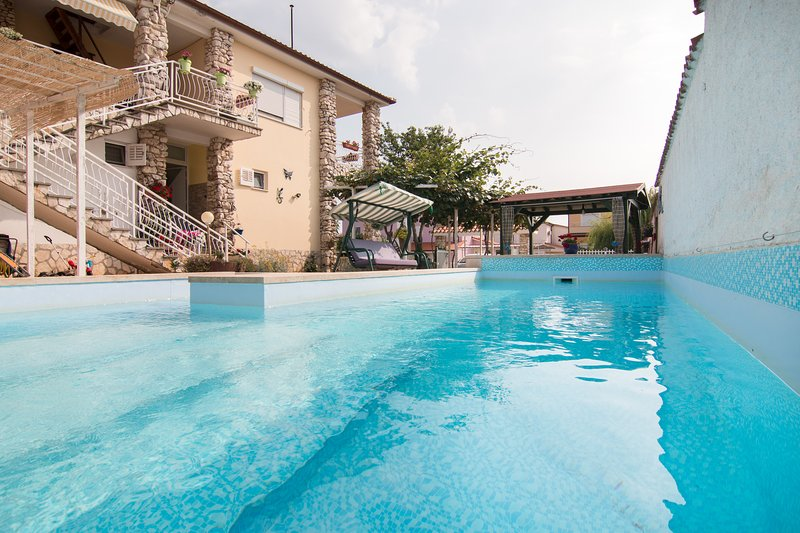 Holiday apartment Nada '1', 900 m from the beach, holiday rental in Valbandon