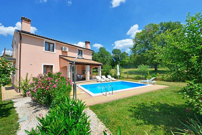 Villa GORNJA BR.1 PARIS, alquiler de vacaciones en Sveti Lovrec