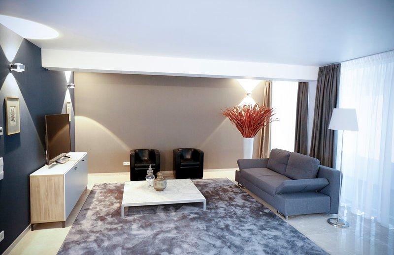 Elegante möbl. 5 Zimmer Atriumwohnung, holiday rental in Düsseldorf