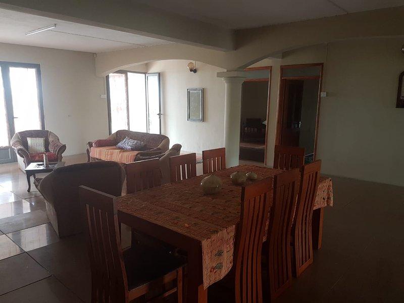 Spacious apartment with balcony, holiday rental in Moka