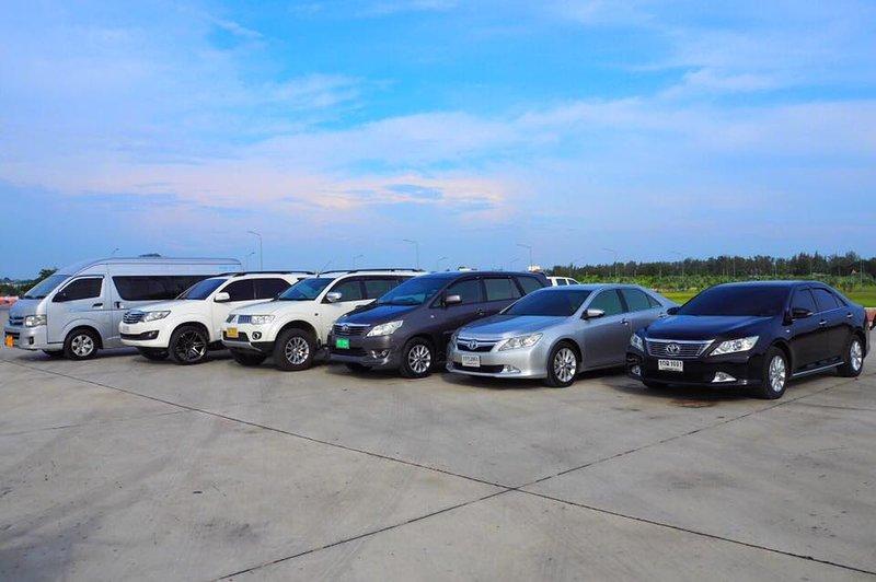 Somos especializados em transferências de táxi. De e para todos os aeroportos para Hua Hin Para indivíduos e grupos