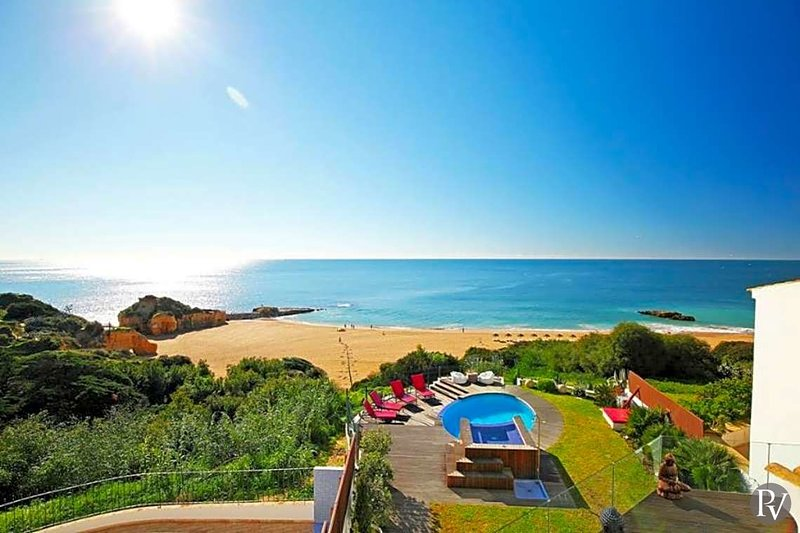 Albufeira Villa Sleeps 10 with Pool Air Con and WiFi - 5433484, holiday rental in Albufeira