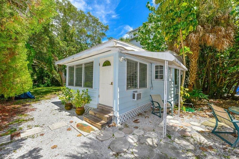 Surprising Cute Siesta Key Cottage Across From Beach Access 543 Download Free Architecture Designs Parabritishbridgeorg