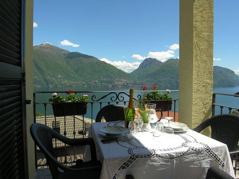 Casa Gabriella, appartamento indipendente con vista lago, location de vacances à San Siro