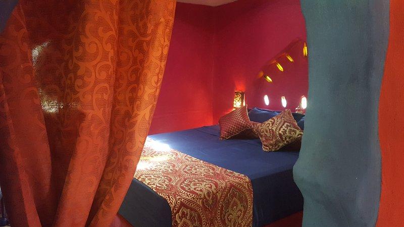 Chambre rose avec lit queen ergonomique
