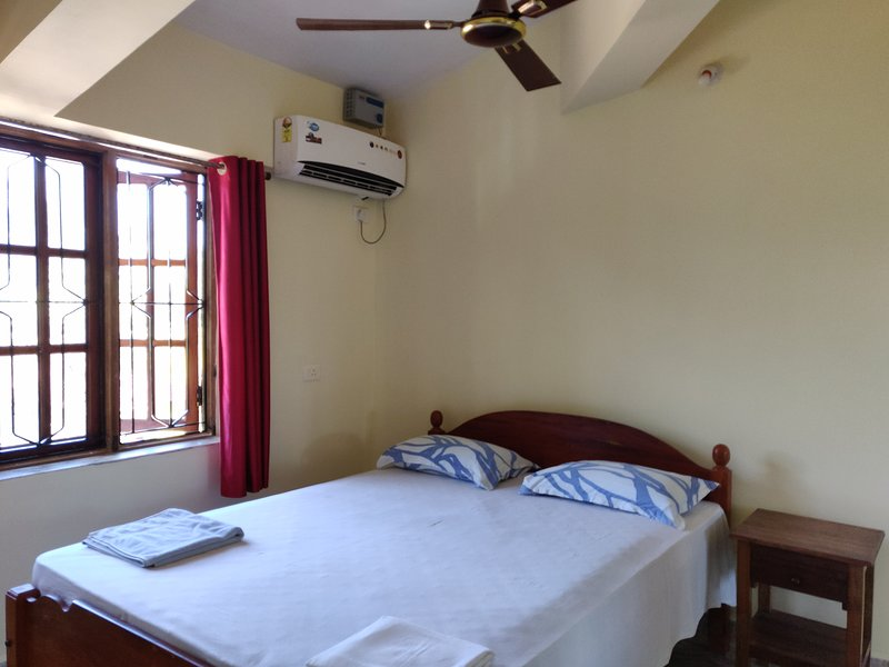1 Bedroom Apartment with Kitchen at Morjim Sunset Guesthouse, vacation rental in Morjim