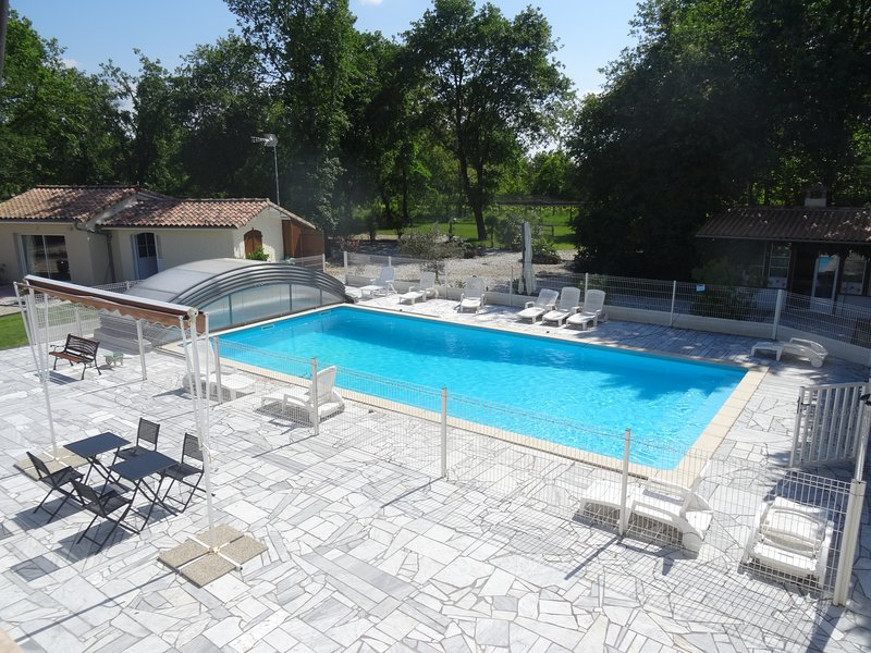 Pool opening beginning of April until end of October