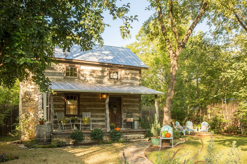 ¡Para una escapada encantadora a una casa de campo, reserve esta cabaña de alquiler de vacaciones!