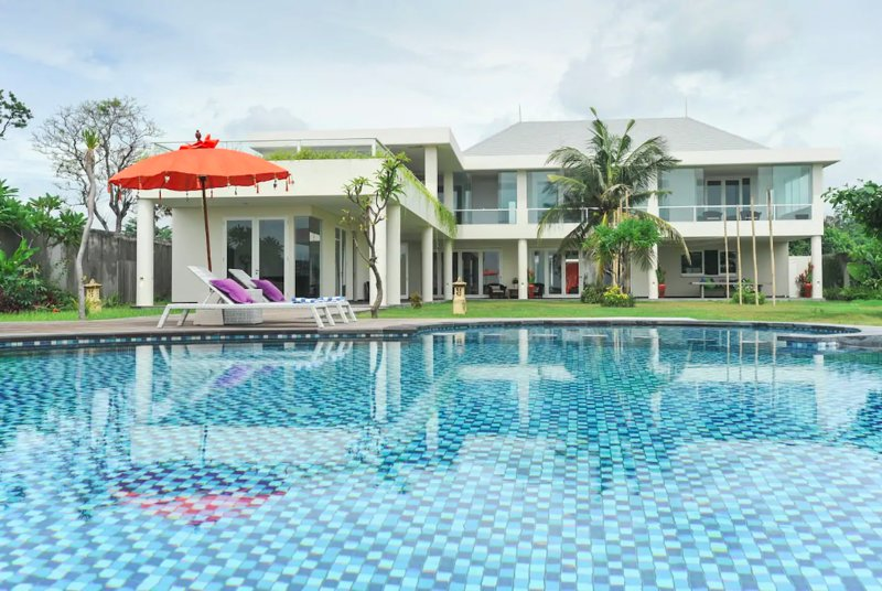 Patanjali - Spacious Seaside Modernity, holiday rental in Ketewel