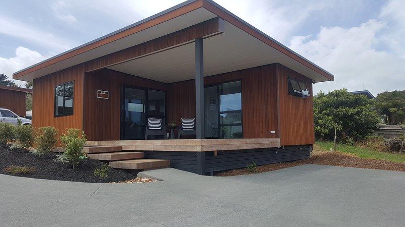 Casa de huéspedes privada independiente, estacionamiento privado cubierta soleada