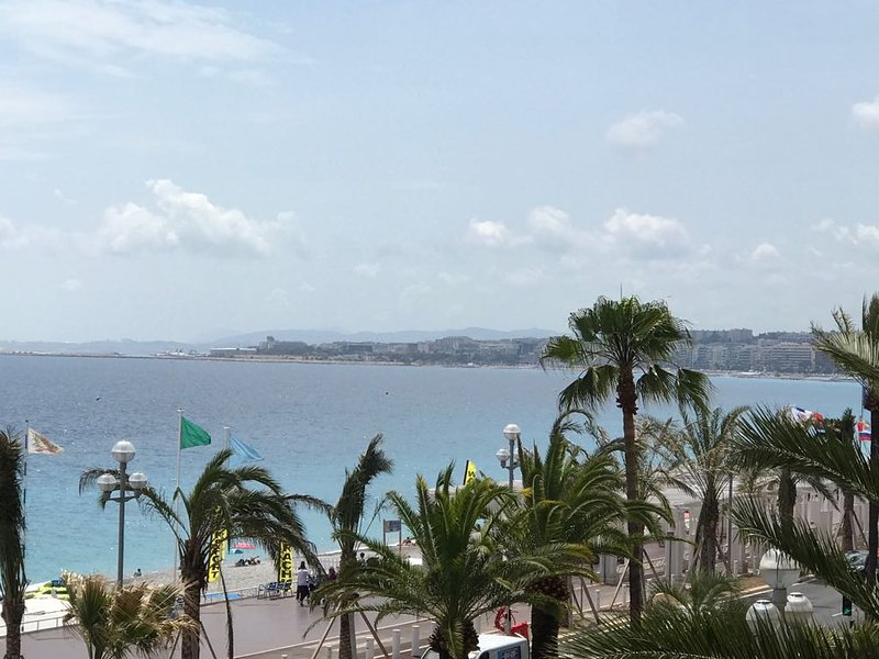 The Promenade des Anglais within 200 meters