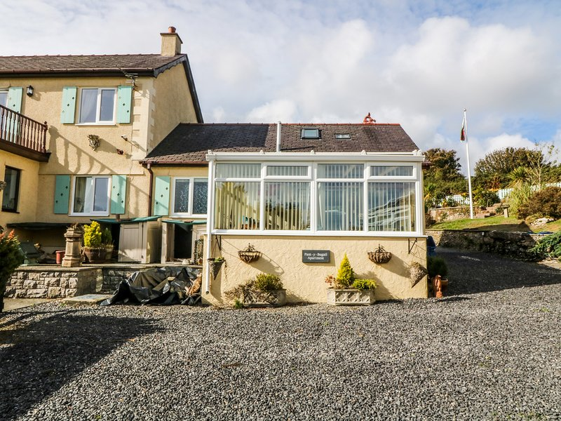 THE ANCHORAGE APARTMENT, with a garden in Tynygongl, Ref 3830, vacation rental in Brynteg