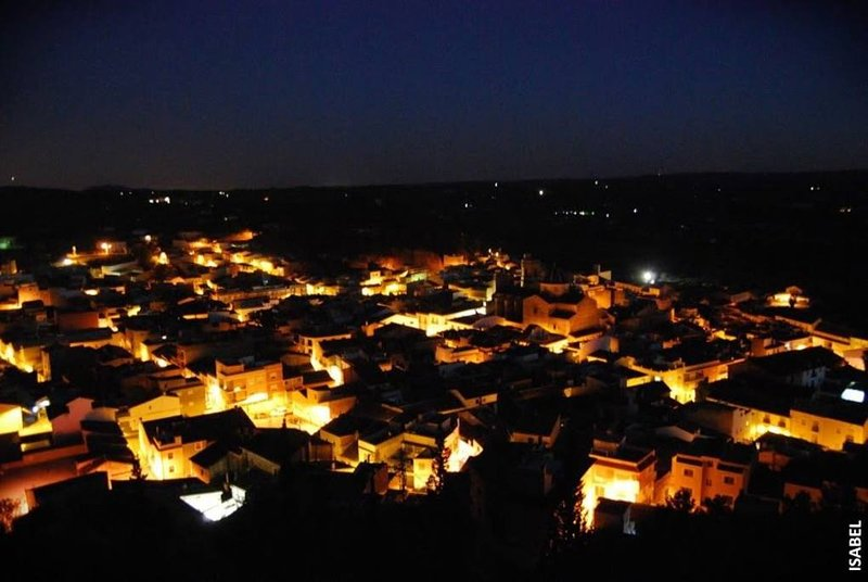 Vue de nuit du village de Pedralba.