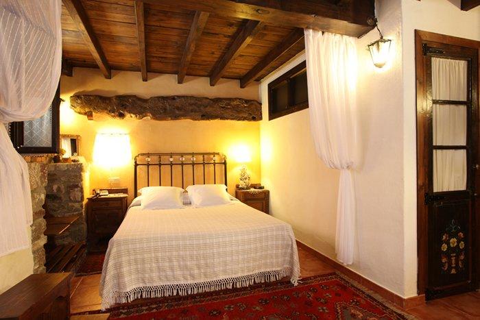 Habitacion doble, nº 1 en Hotel Casona D'Alevia, alquiler de vacaciones en Ojedo