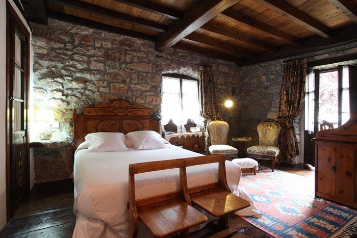 Habitacion doble, nº 3 en Hotel Casona D'Alevia, alquiler de vacaciones en Ojedo