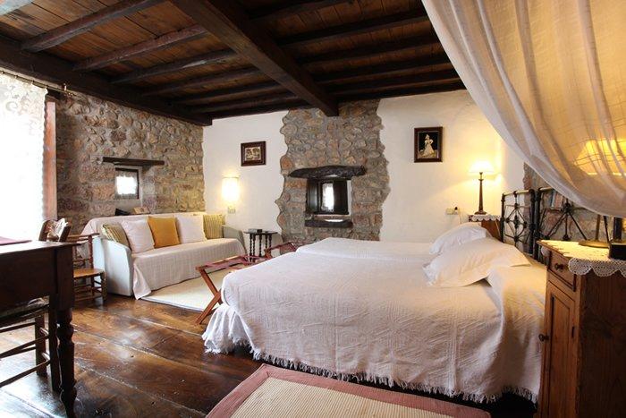 Habitacion doble, nº 4 en Hotel Casona D'Alevia, alquiler de vacaciones en Ojedo