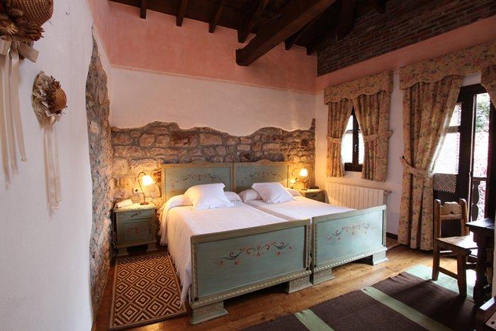 Habitacion doble, nº 6 en Hotel Casona D'Alevia, alquiler de vacaciones en Ojedo