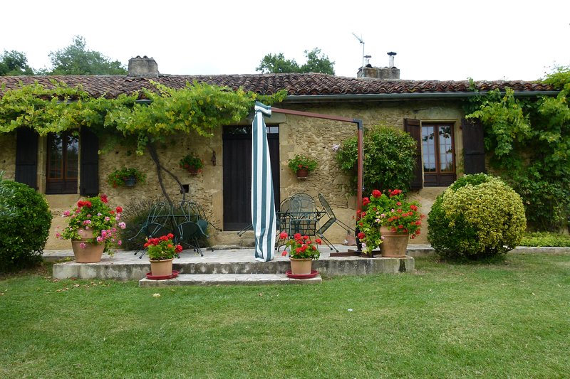 Spacious villa with swimming-pool, holiday rental in Berdoues