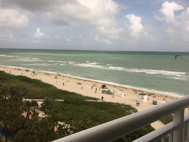 Best View of North Beach to Aventura! Stunning Sunrises!, vacation rental in North Bay Village