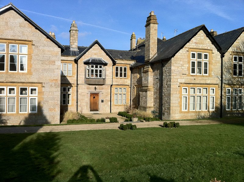 Kenegie Manor Court - Apartment with Heated Pool in Grade II listed Manor House, holiday rental in Penzance