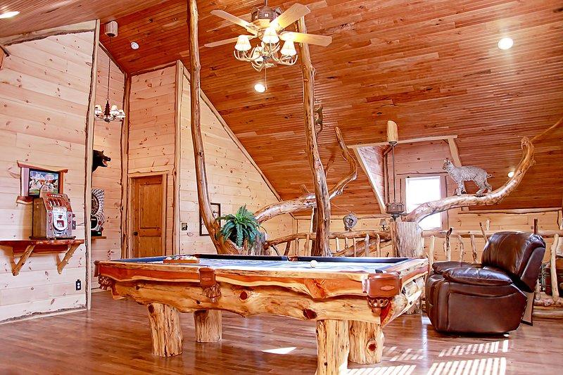 Deluxe 4 Bedroom Log Cabin, location de vacances à Alkol