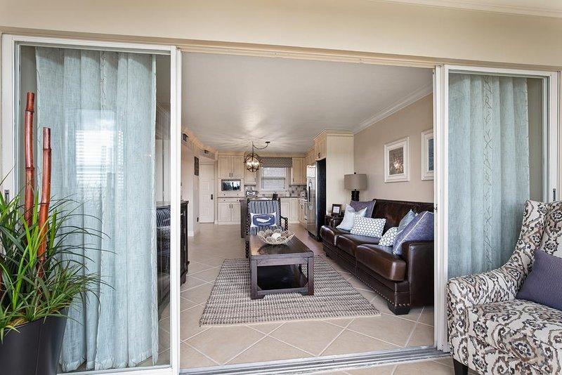Hermosa sala de estar abierta Lanai-Main