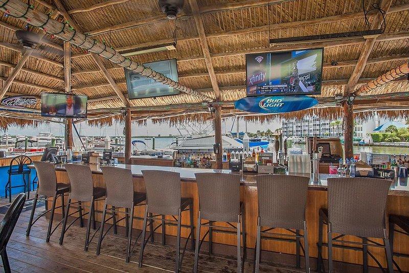 En el sitio Tiki Bar and Restaurant