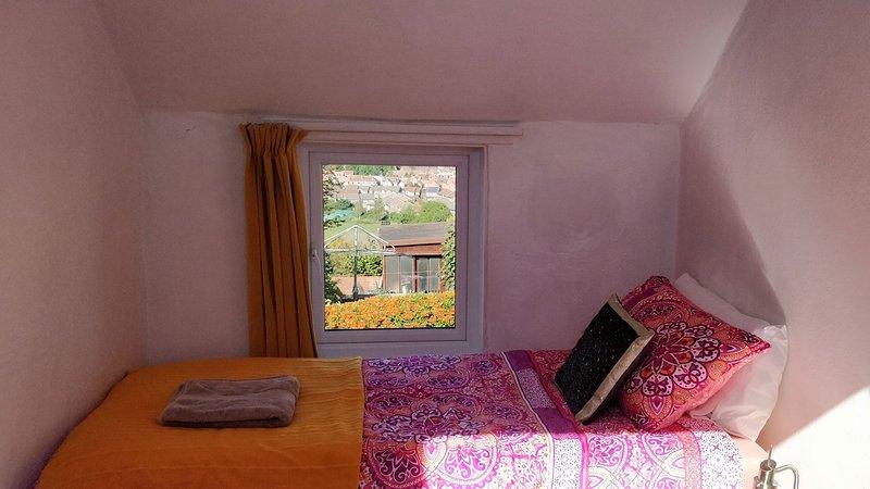 Stargaia Retreat Single Bedroom, holiday rental in Glastonbury