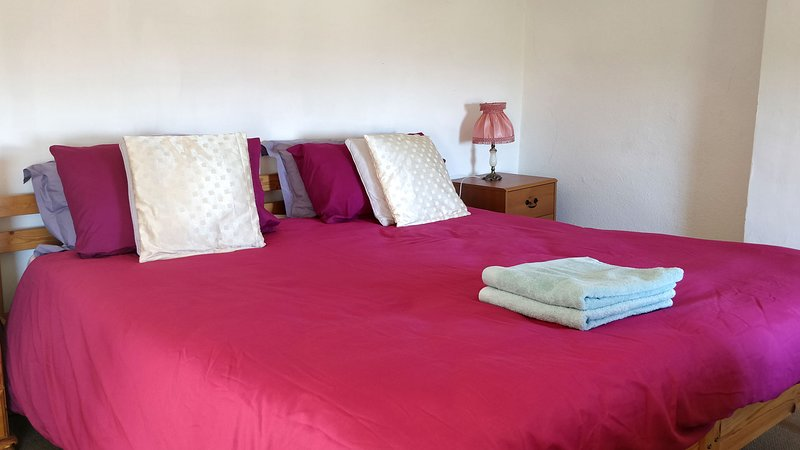 Stargaia Retreat Double Bedroom, holiday rental in Glastonbury