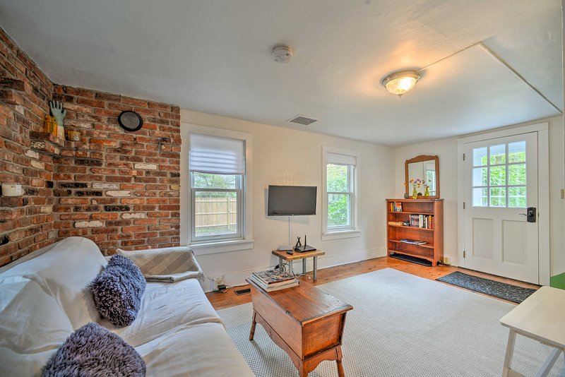 This 2-bedroom, 1-bath vacation rental cabin is the perfect Bearsville retreat!