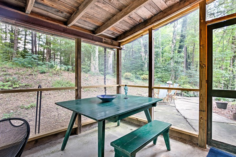Dine in a picturesque forest setting on your screened-in porch!