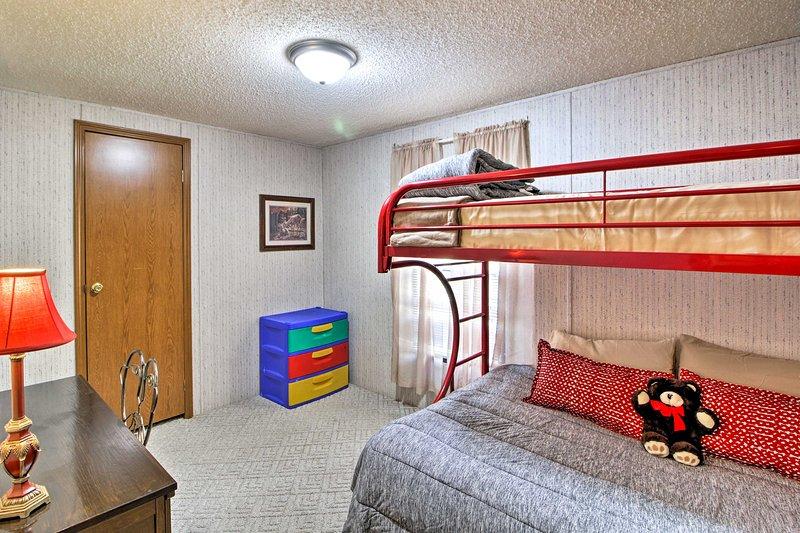 El tercer dormitorio con una litera con dos camas individuales es perfecto para los niños.