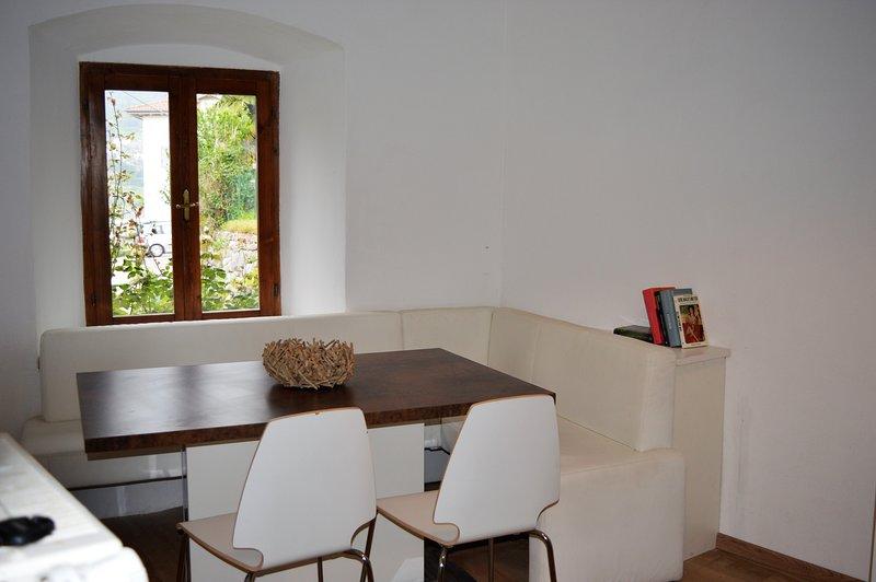 Antica dimora del Gallo nero - Appartamento Giallo, holiday rental in Varone