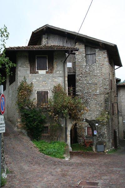 Antica dimora del Gallo nero - Appartamento rosso, casa vacanza a Tenno