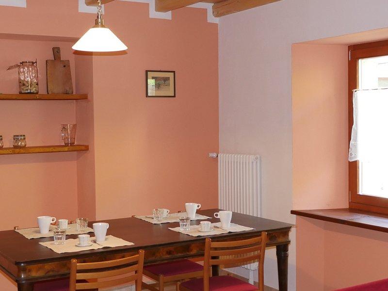 Antica dimora del Gallo nero - Appartamento rosso, holiday rental in Varone