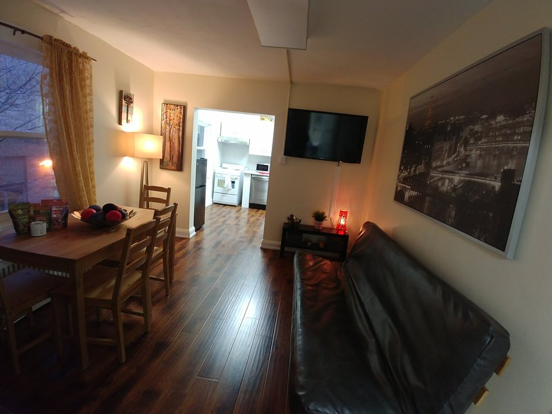 Comfortable & Spacious Apartment By the Lake, vacation rental in Mississauga