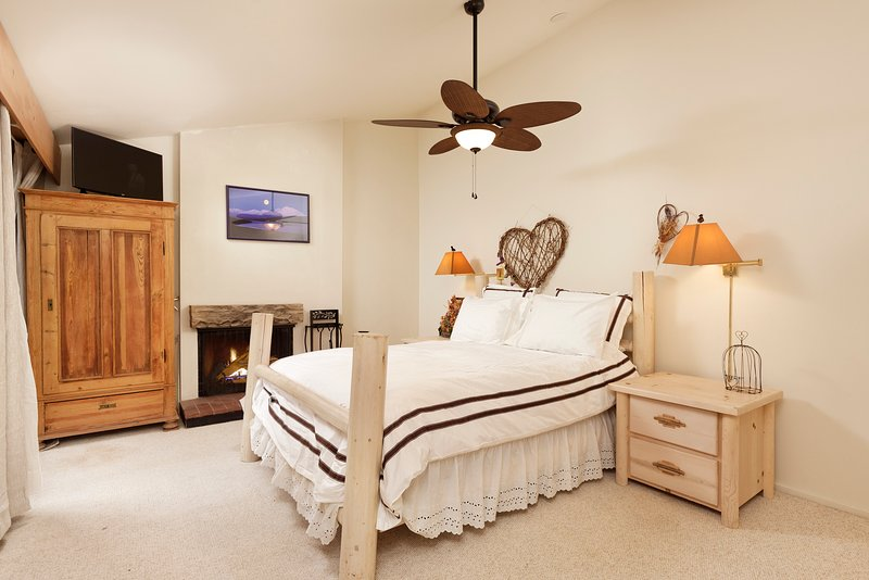 Affordable Family Friendly Affordable 3BR Plus Loft Sleeps 10 Ski-In-Ski-Out, location de vacances à Snowmass Village