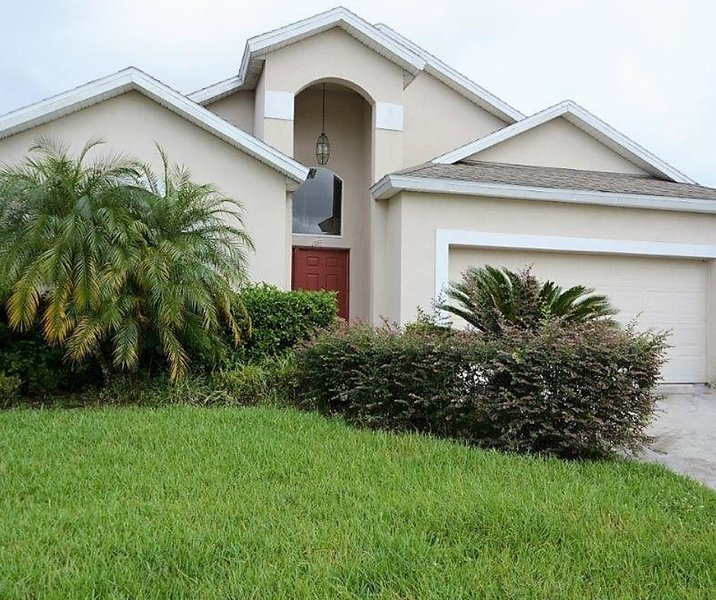 Astounding 116 4 Bedroom Budget Pool Home Davenport Fl Has Air Home Interior And Landscaping Mentranervesignezvosmurscom