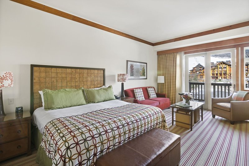 2nd Floor Timberline Studio in The Lodge at Spruce Peak, holiday rental in Underhill Center