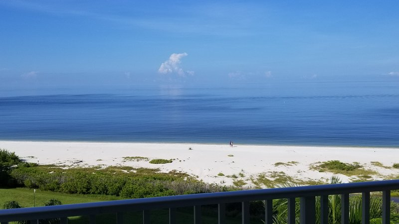 Beautiful white sandy beach and awesome sunsets await your arrival, holiday rental in Fort Myers Beach