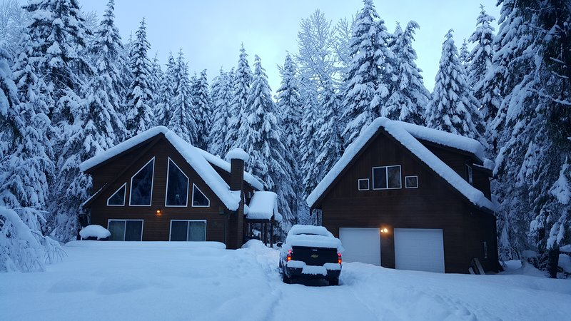 Cozy Studio Apartment - Crystal Mountain & Mt. Rainier WA, holiday rental in Greenwater