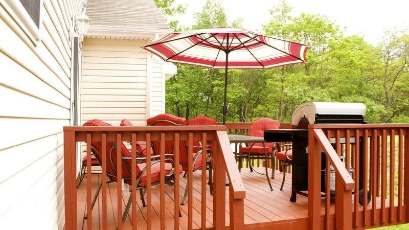 Picture of back porch with table and bbq grill