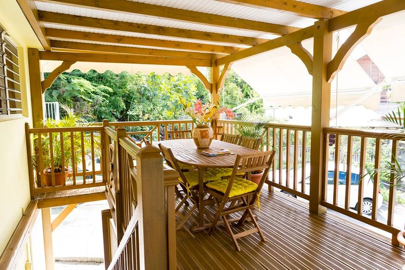 Nice house with sea view & terrace, location de vacances à Pointe-Noire