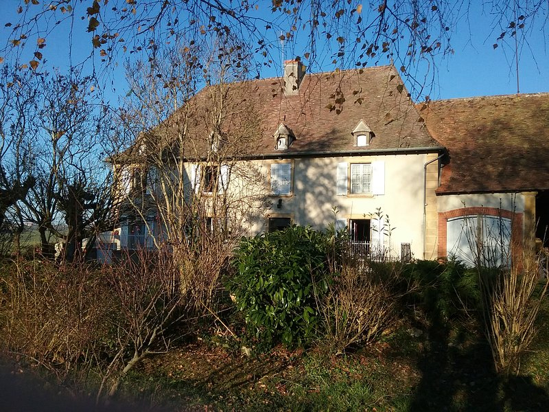 Spacious house with garden, location de vacances à Cours-la-Ville