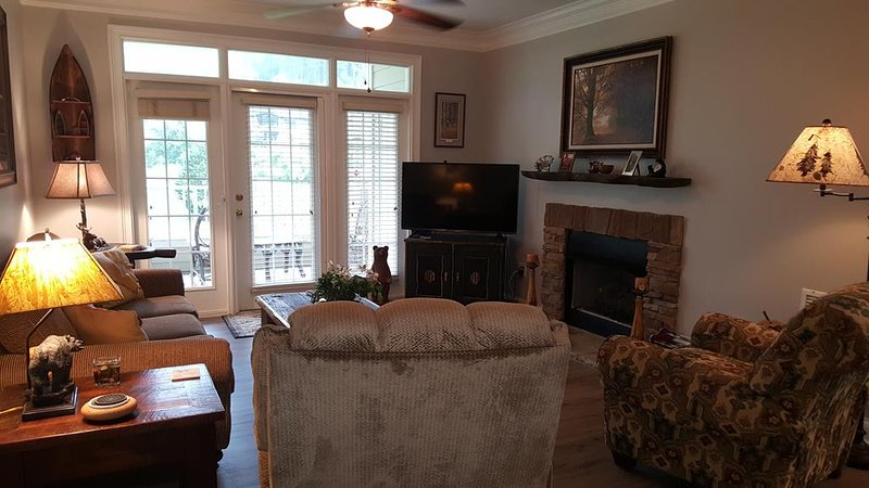 Hummingbird Haven, Living Room facing Golf Course